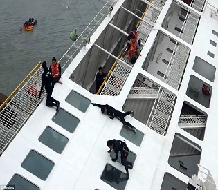 South Korea ferry disaster: Transcript shows captain delayed evacuation